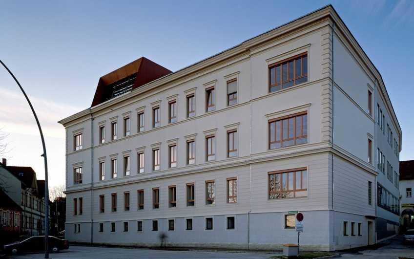 Schulgebäude am Kernstockplatz